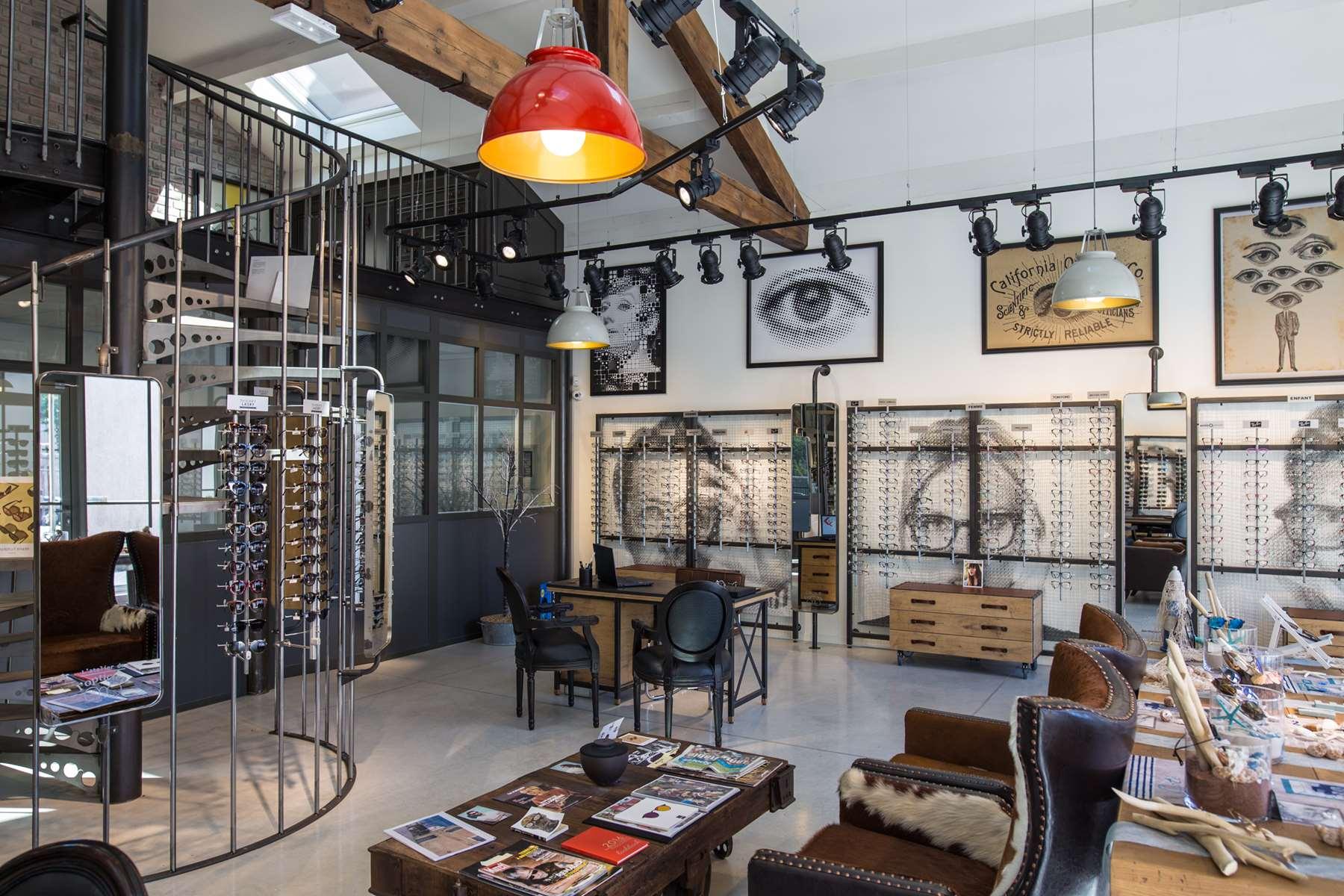 intérieur de l'atelier de l'opticien